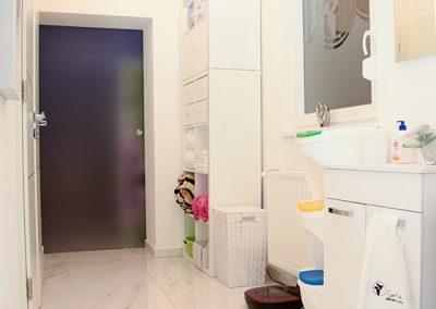 Masszázs szalon folyosója és a mosdó